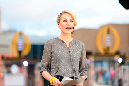 Lindsay-Czarniak-onsite-set-of-SportsCenter-03.jpg