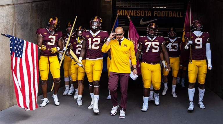 Minnesota_Golden_Gophers_entrance_2018_gopher_football_0